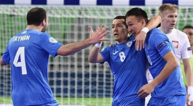 Казахстан разгромил Польшу на старте Евро-2018 по футзалу