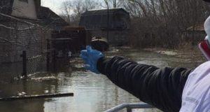 Люди-остались-на-затопленных-дачах-в-Петропавловске