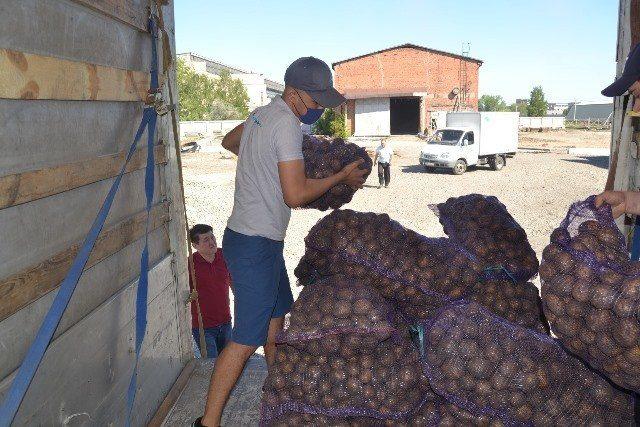 20-тонн-гуманитарной-помощи-отправили-североказахстанцы-в-Мактааральский-район
