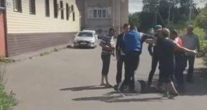 В-Петропавловске-толпа-избила-лежащего-человека