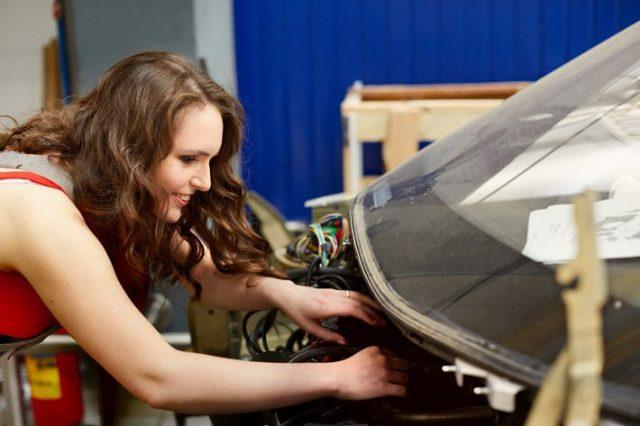 Не-женское-это-дело:-девушка-автослесарь-из-Петропавловска-рассказала-о-своей-работе
