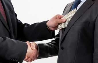 На 3 года посадили за взятку в 1 тыс. долларов экс-зама главы управления госдоходов Петропавловска